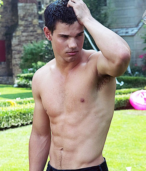 Taylor lautner naked photos was specially
